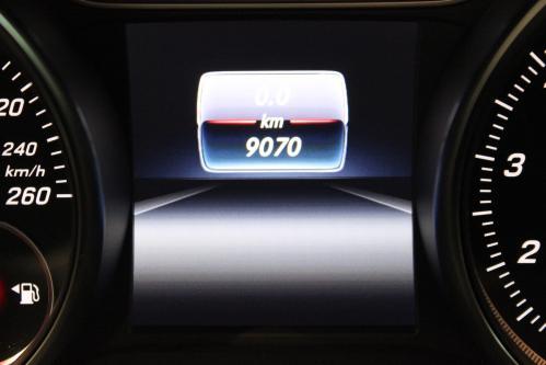 MERCEDES-BENZ A 180 Urban / AMG Night Pack, Park Pilot, Keyless Start