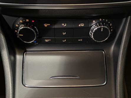 MERCEDES-BENZ CLA 200  Panorama, Standverwarming, AMG 18 Alu, Camera