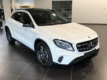 MERCEDES-BENZ GLA 180 Urban Panorama, Night Pack, Trekhaak, Park Pilot