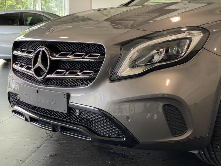 MERCEDES-BENZ GLA 180 Urban Night Pack, Panorama, Trekhaak, Led High Performance