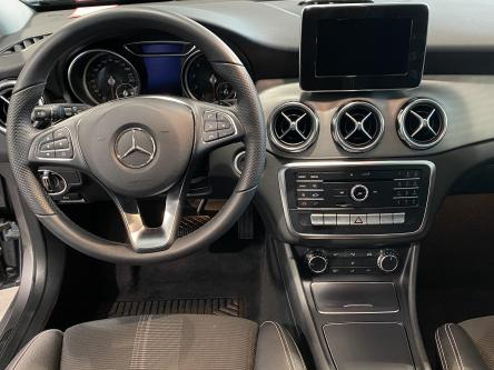 MERCEDES-BENZ GLA 180 Urban Panorama, DAB, Park Pilot, Led High Performance