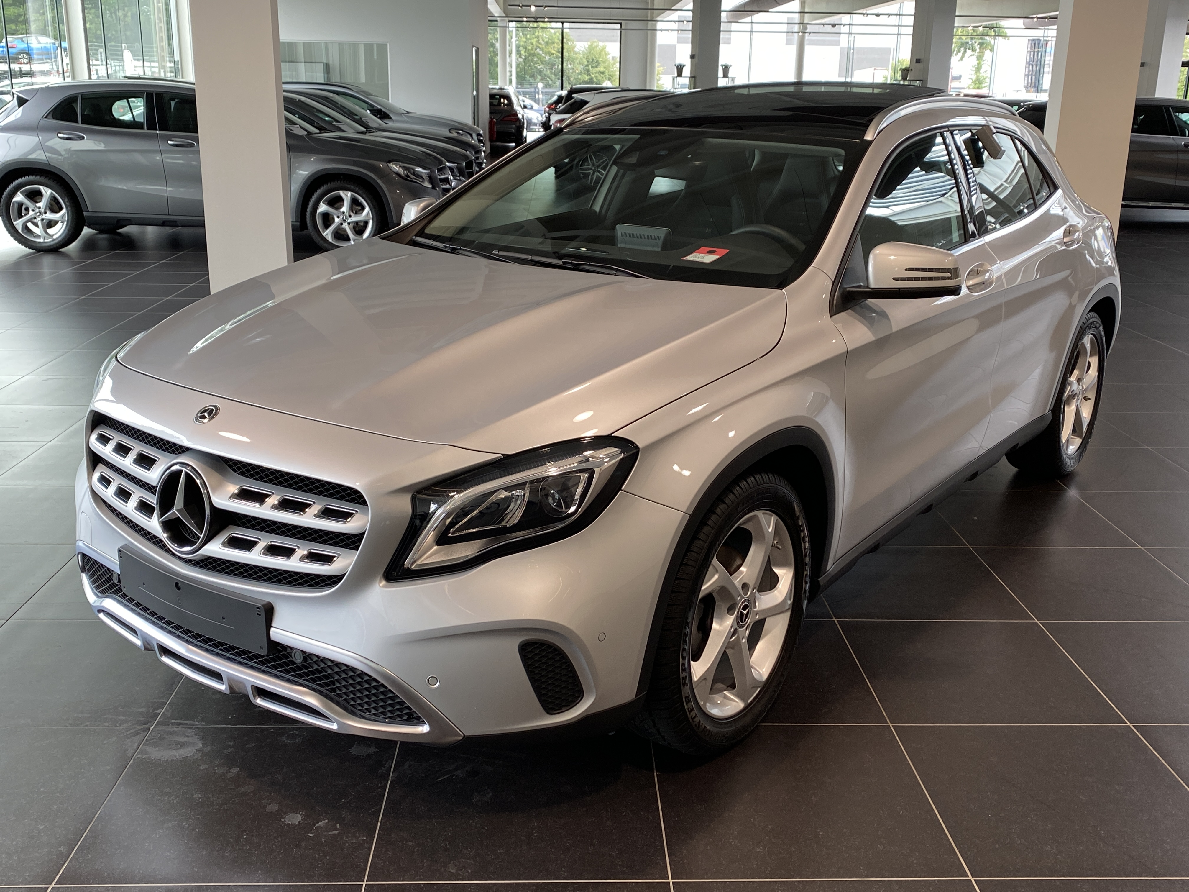 MERCEDES-BENZ GLA 180 Urban Panorama, DAB, Led High Performance, Park Pilot