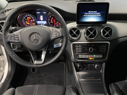 MERCEDES-BENZ GLA 200 Urban Panorama, Night Pack, Keyless Go, 360 Camera