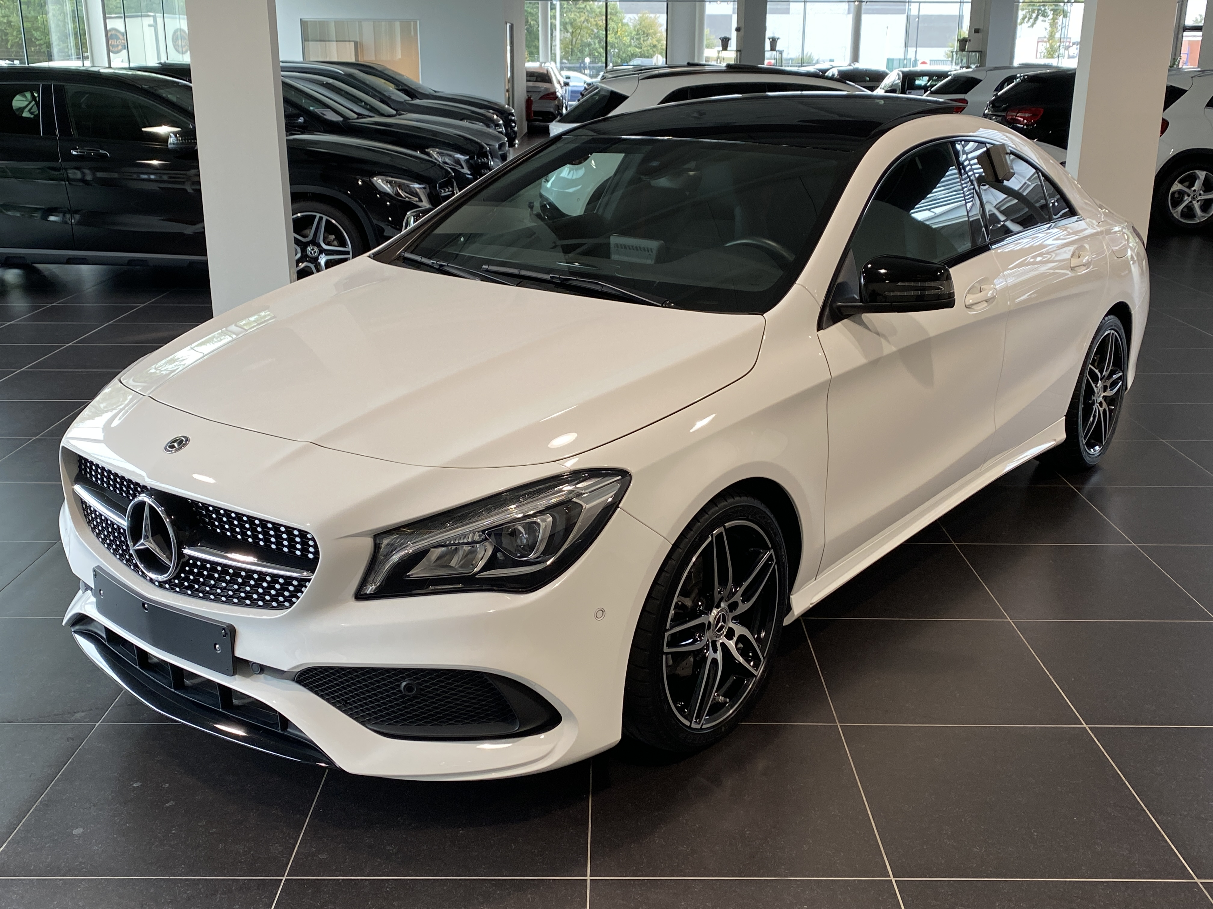 MERCEDES-BENZ CLA 180 Amg Panorama, Night Pack, Achteruitrij Camera, Led