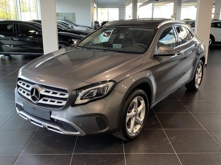 MERCEDES-BENZ GLA 180 Urban Panorama, Keyless Go, DAB, Led
