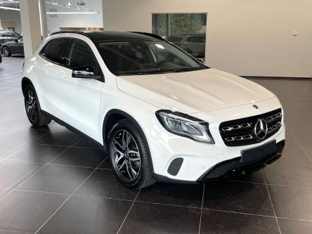 MERCEDES-BENZ GLA 180 Urban Night Pack, Panorama, Achteruitrij Camera, Led
