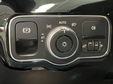 MERCEDES-BENZ A 160 Progressive Widescreen, Park Pilot, Mbux