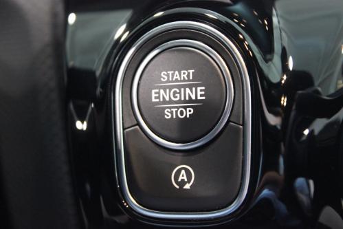 MERCEDES-BENZ A 200 Progressive Widescreen Cockpit, Park Pilot, 2019 model, LED High Performance